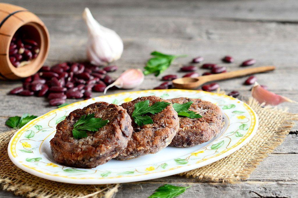 Chiftele delicioase de fasole rosie si burgeri integrali